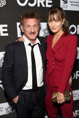 Sean Penn, 60 anni ad agosto, e Leila George, 28