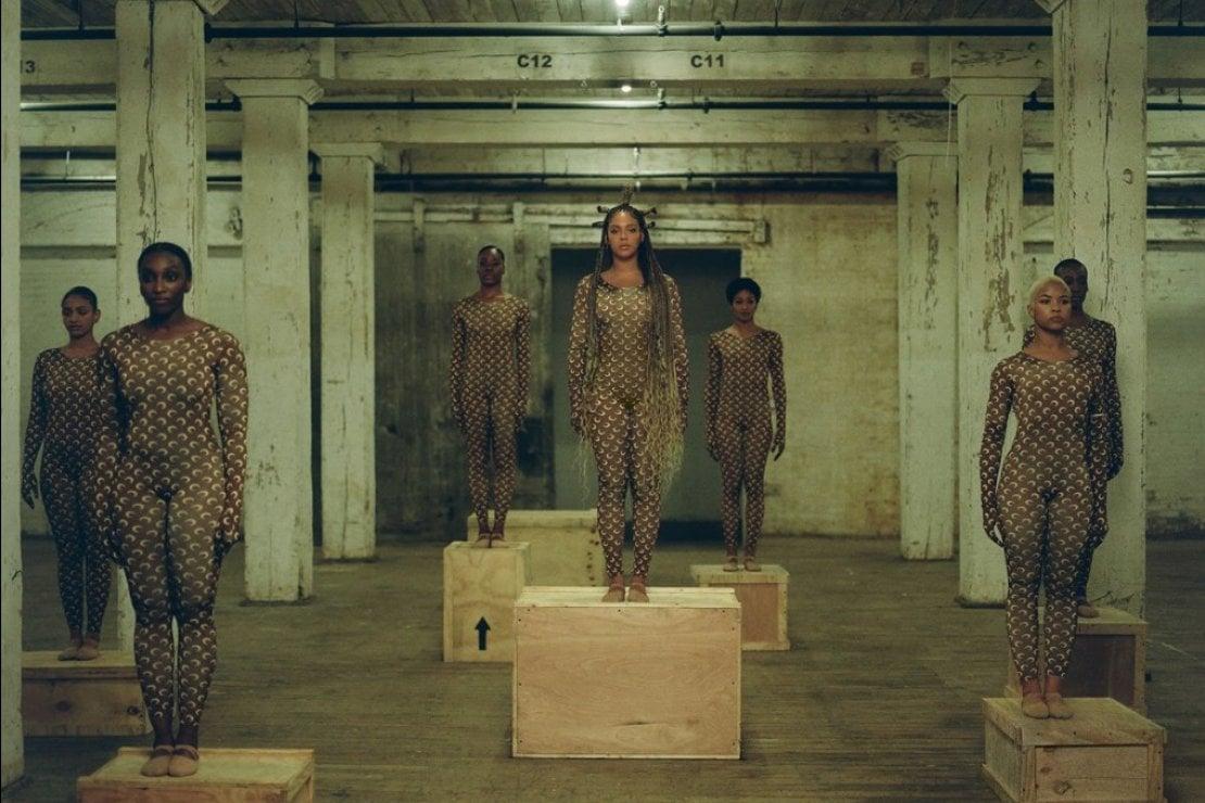Vestita Marine Serre (ph. Beyoncé.com)