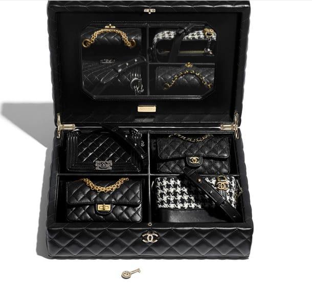 Set di 4 mini borse in versione nera: in pelle, tartan e con catenella, Chanel