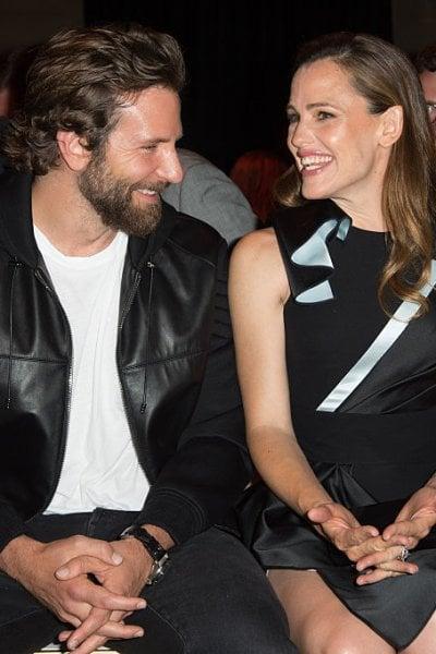 Bradley Cooper e Jennifer Garner insieme a Malibu. E c'è già chi spera in un nuovo amore