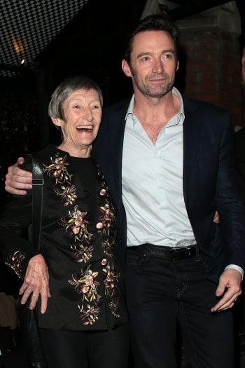 Lo strappo di Hugh Jackman: abbandonato a 8 anni dalla madre. ''Ricordo quel giorno: sono tornato da scuola e lei non c'era più''