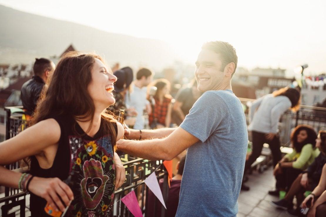 Come dire addio alle app di dating e incontrare la persona giusta nella vita reale