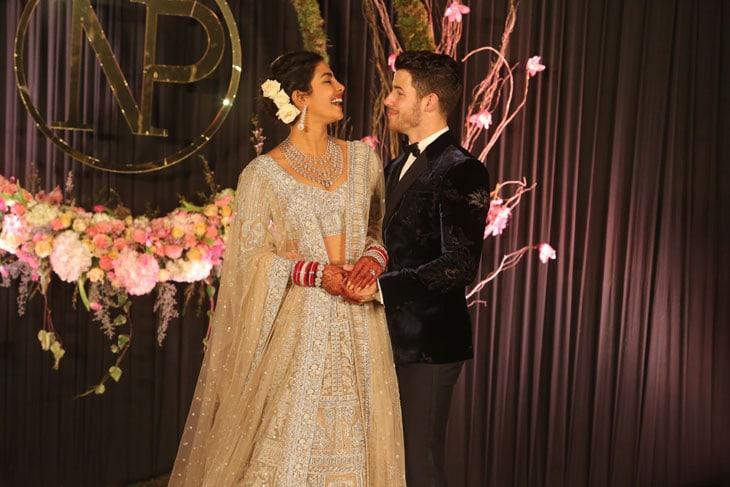 Da Ricky Martin, a Dua Lipa: le storie d'amore delle star nate sui social network