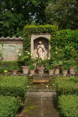 Un angolo del giardino di Cetonafoto Guido Taroni