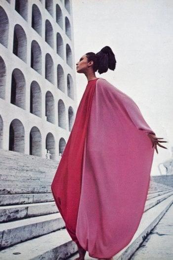 Donyale Luna con un abito Forquet ritratta sulla rivista Queen nel 1966foto Marc Hispard