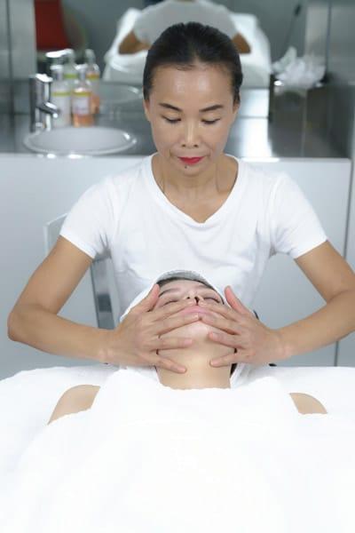 La visagista delle star Su-Man: trattamenti viso come alternativa al botox