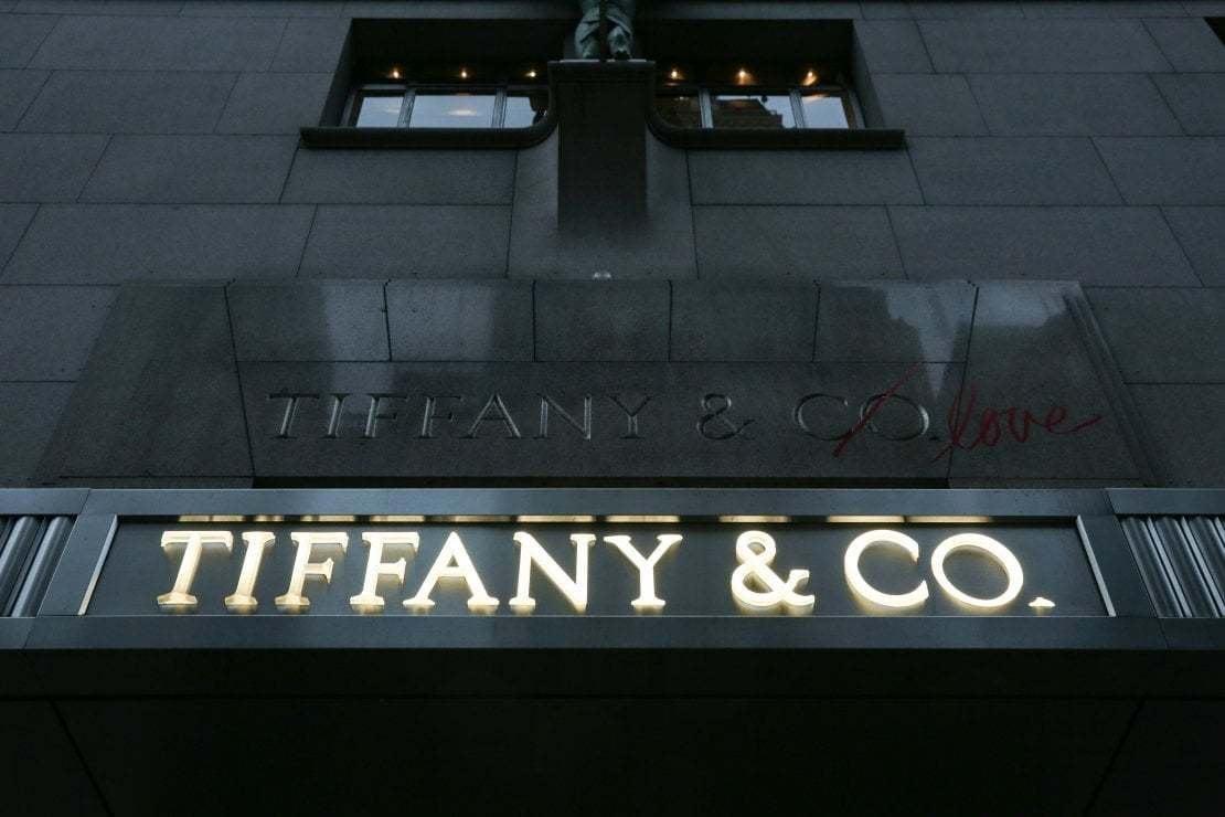 LVMH si tira indietro: salta l'acquisizione di Tiffany da parte del gruppo di Arnault