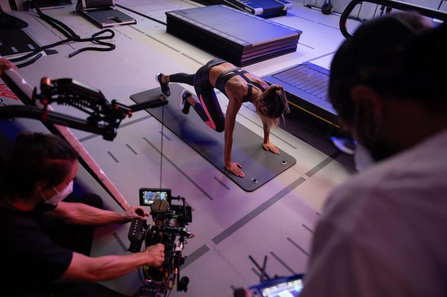 Foto di backstage per la campagna Revolution di Virgin Active, di cui Melissa Satta è protagonista