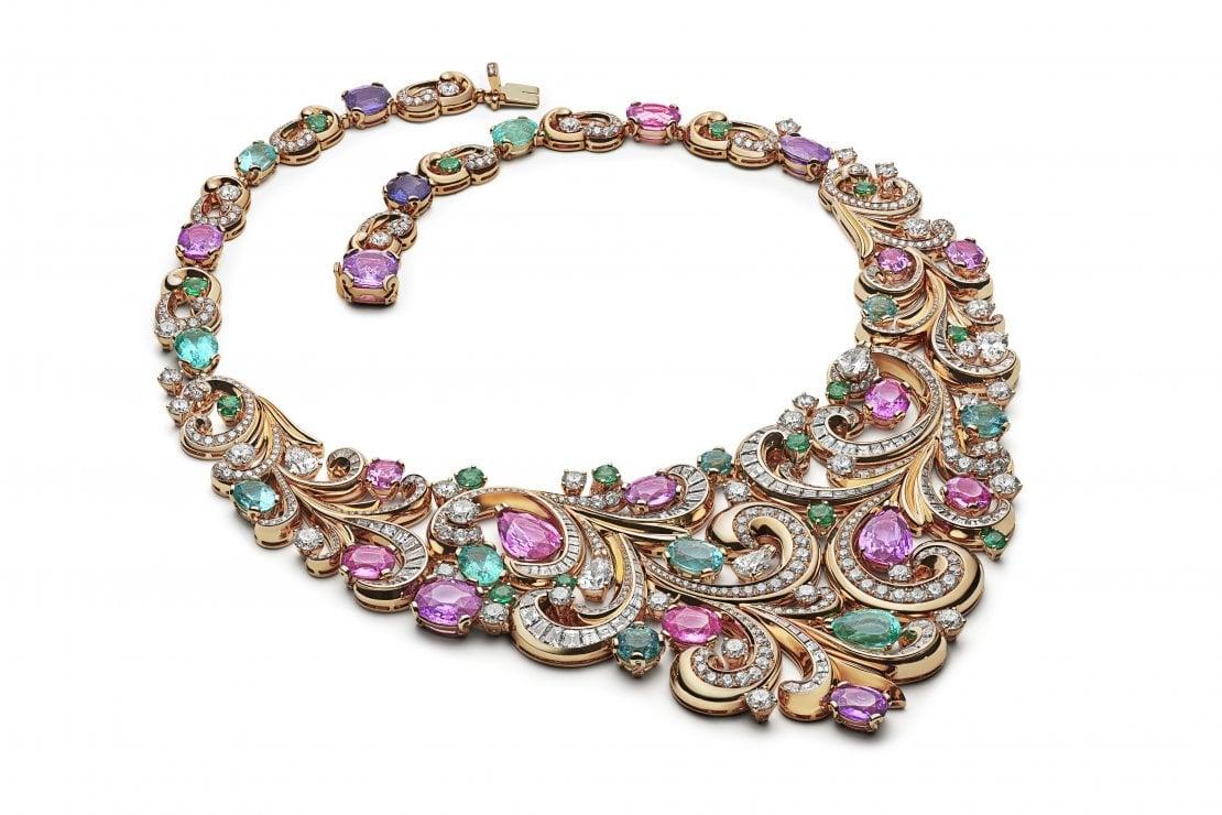Il collier Lady Arabesque in oro giallo, diamanti, smeraldi, tormaline e zaffiri, tra i simboli dell'ultima collezione di Alta Gioielleria di Bulgari,