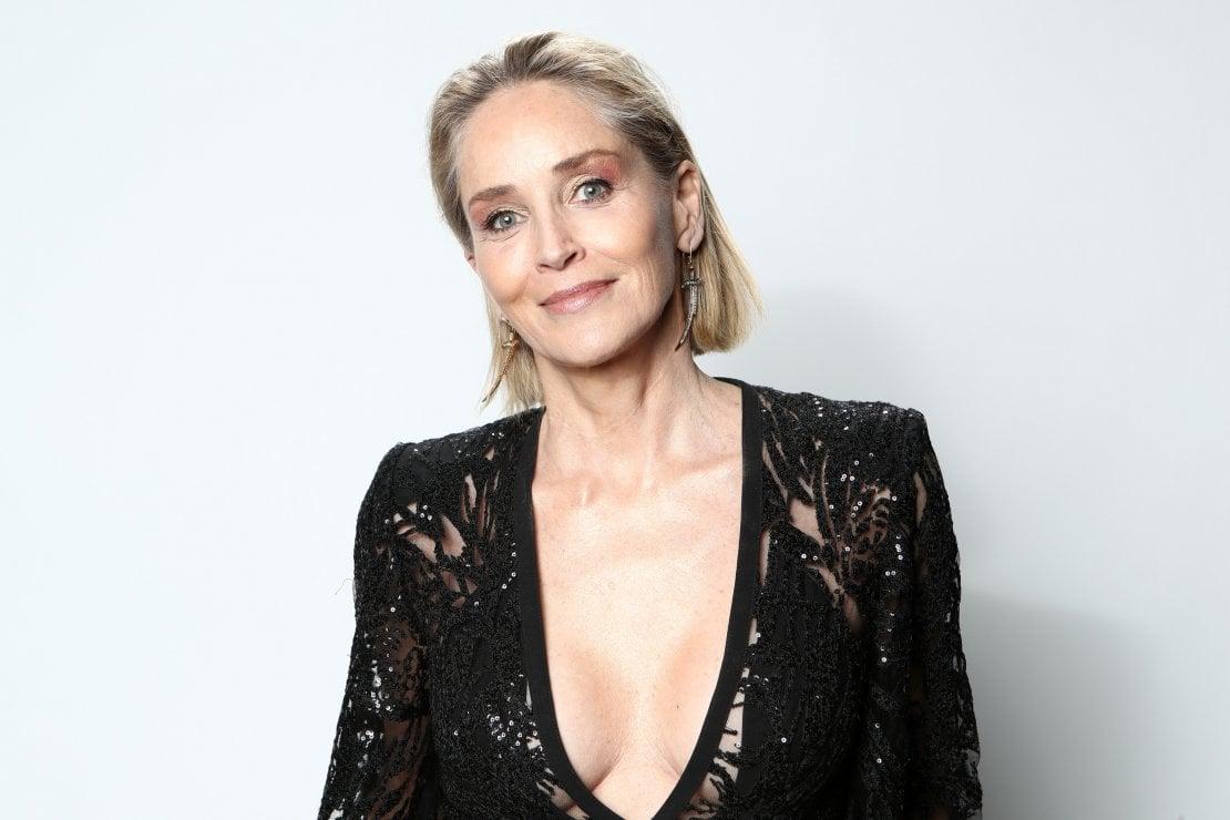 Sharon Stone e le dating app: Che tristezza, torniamo al vecchio flirt di persona