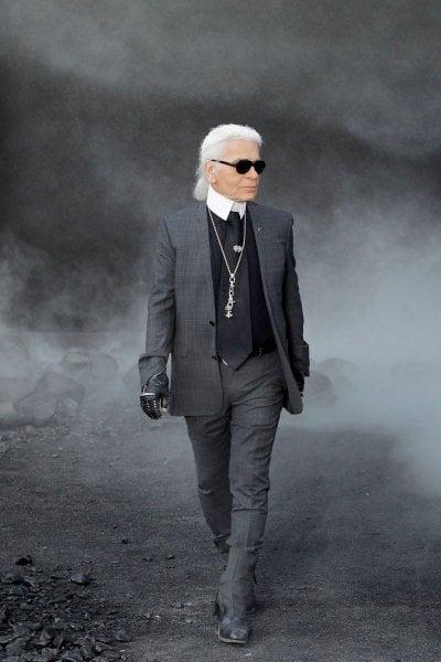 Karl Lagerfeld, una nuova biografia suggerisce legami tra i genitori e il partito nazista