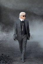 Karl Lagerfeld, una nuova biografia collega i genitori al partito nazista