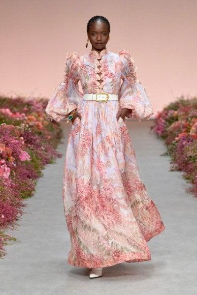 Primi segnali dalle sfilate: la moda è in fuga