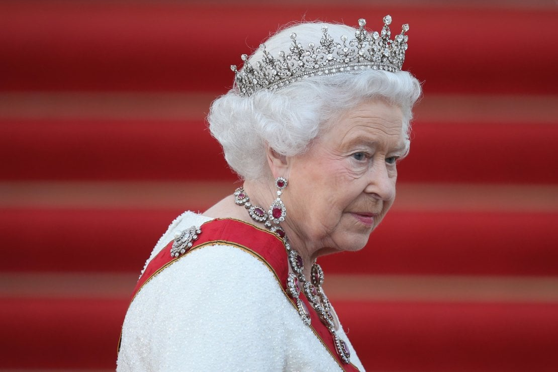 Conti in rosso per la regina Elisabetta II a causa del covid. Verrà ''salvata'' dai soldi dei sudditi