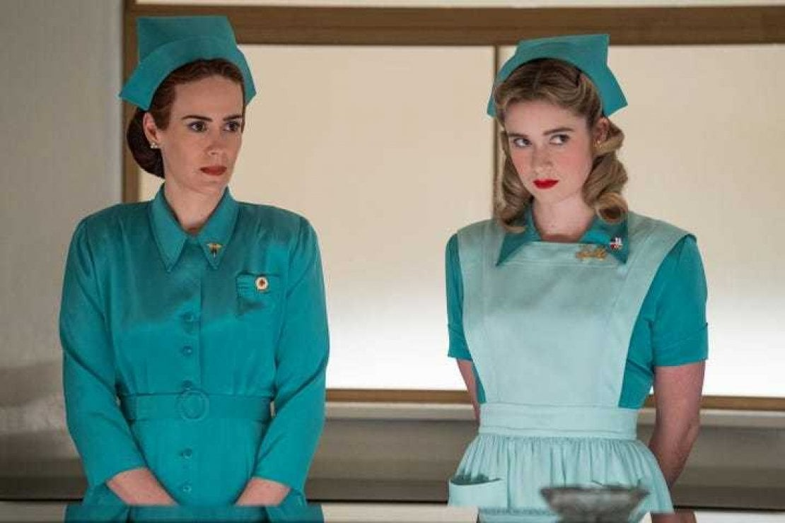 Mildred (Sarah Paulson) e Dolly (Alice Englert)