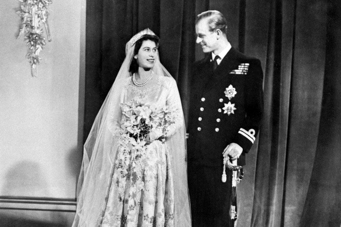 Elisabetta II, il segreto dell'anello di nozze che conosce solo il principe Filippo