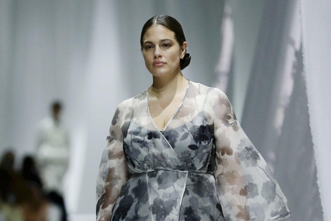 Ashley Graham sfila per Fendi alla Milano Fashion Week