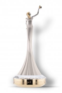 La statuetta di Chopard in oro etico 18 carati per premiare i vincitori dei Green Carpet Fashion Awards 2020