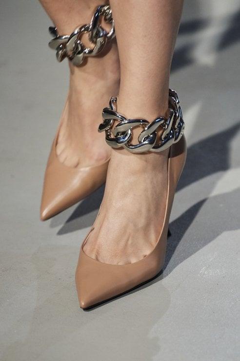 Le catene, decoro must have per borse e scarpe