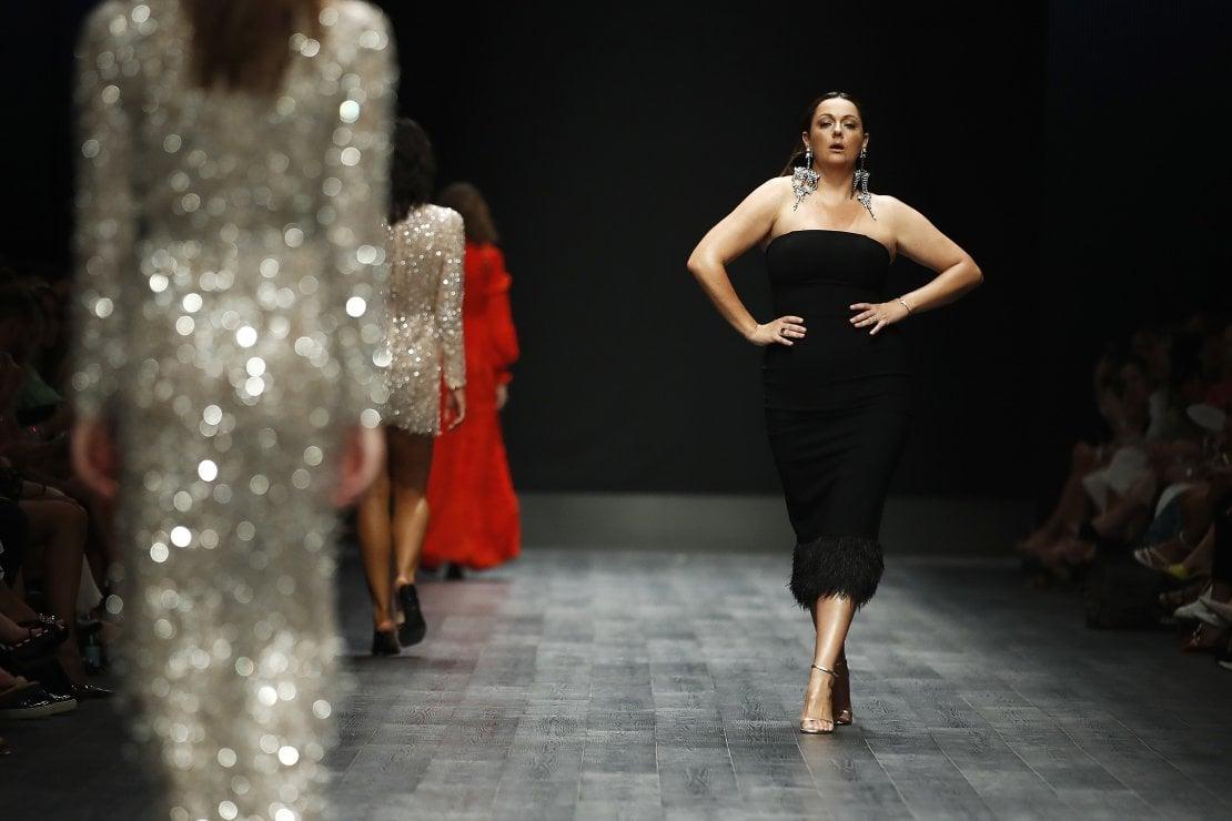 Celeste Barber sfila per Rachel Gilbert alla Melbourne Fashion Week