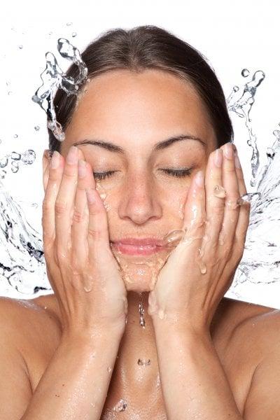 Beauty routine: semplici tips per una pelle luminosa e senza impurità (anche sotto la mascherina)