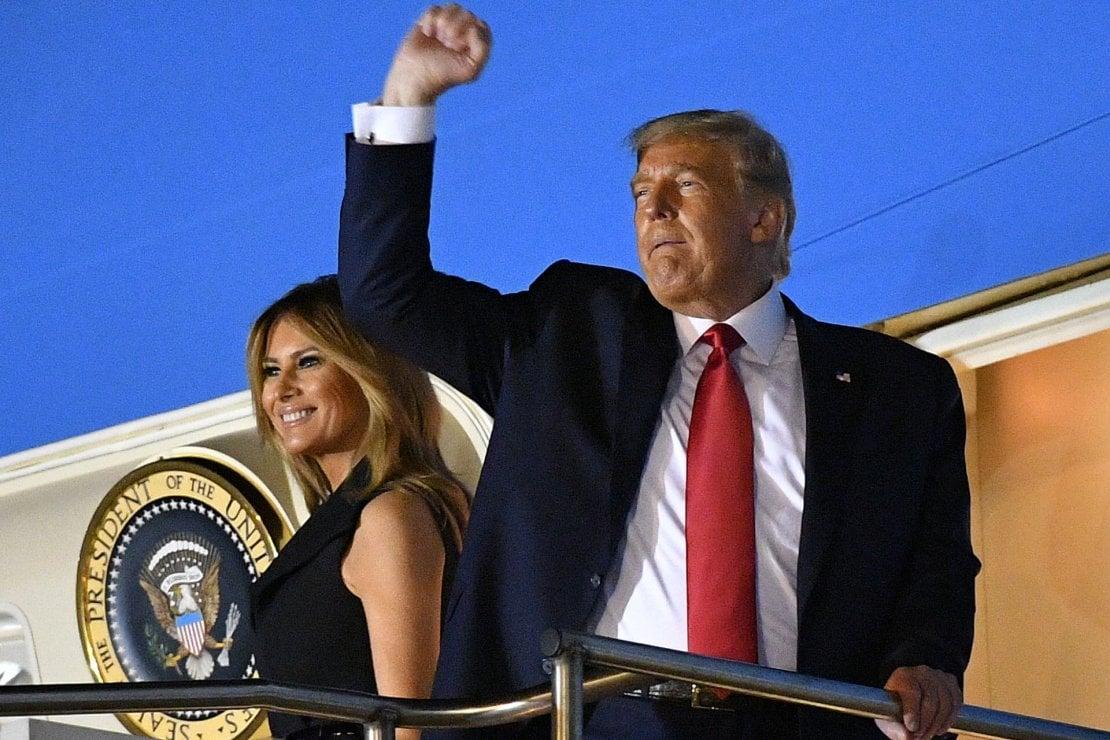 'Se sorride non è Melania Trump': la first lady ha una controfigura? L'hashtag #FakeMelania monopolizza i social
