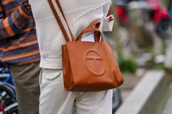 Il potere dell'inclusività: la borsa di Telfar è l'accessorio più desiderato al mondo