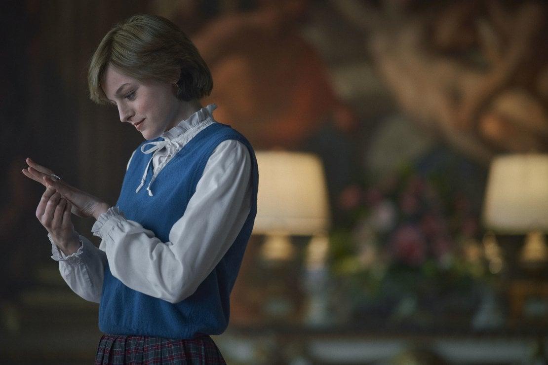 The Crown S4. Diana interpretata da Emma Corrin. La scena è girata a Burghley House