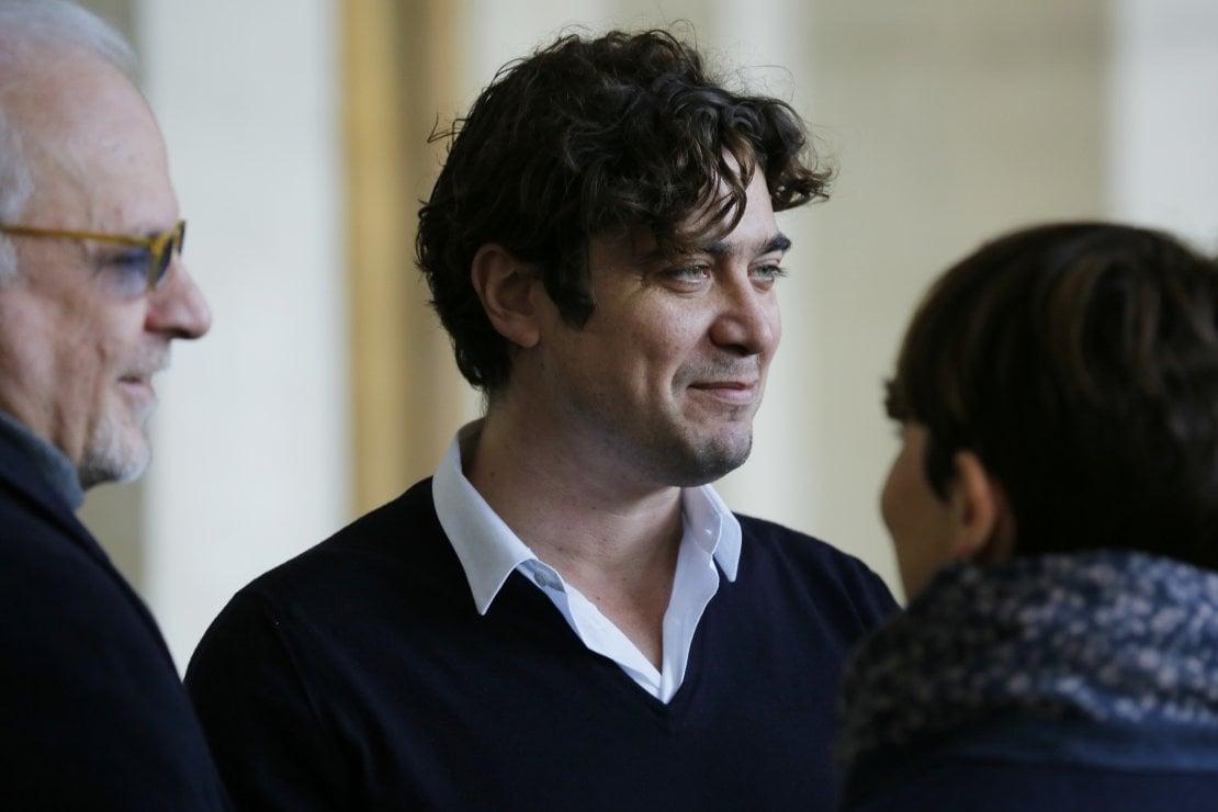 Tanti auguri Riccardo Scamarcio: compie 41 anni da neo papà, ma litiga sul set del suo prossimo film