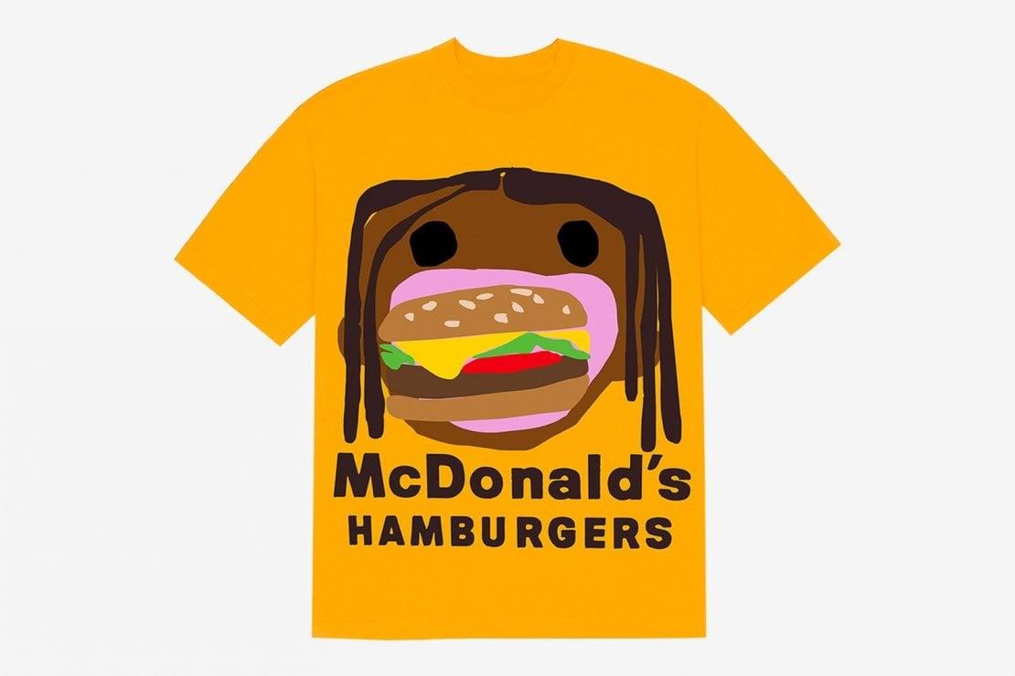 Una T-shirt della collezione di Travis Scott per McDonald's