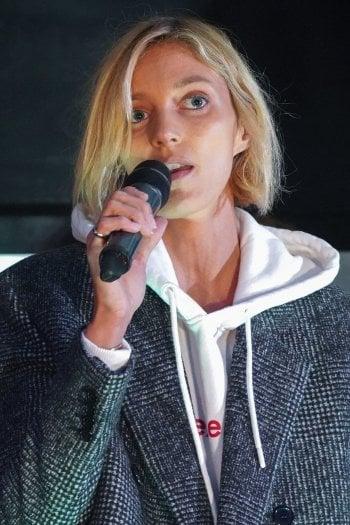 Anja Rubik durante una manifestazione del 2019 a Varsavia