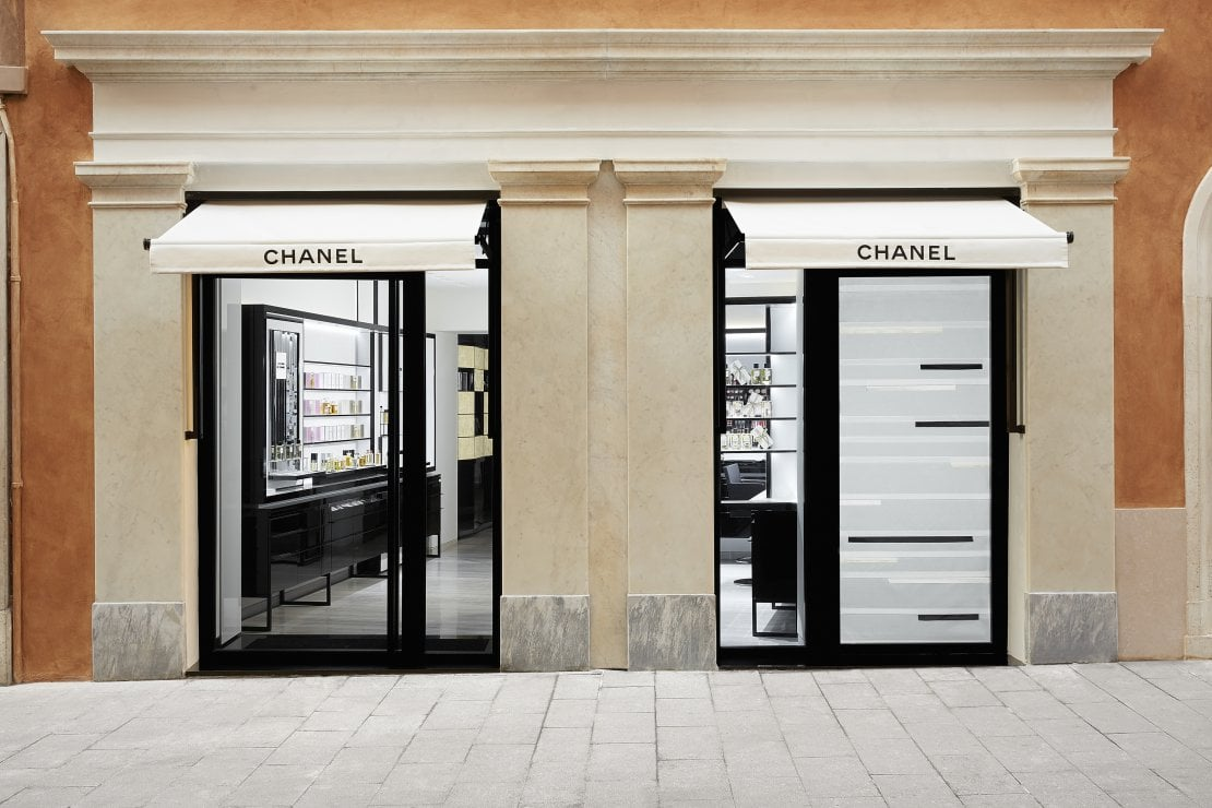 Il nuovo servizio Chanel: consulenza online o telefonica per acquisti di bellezza e lezioni di make up
