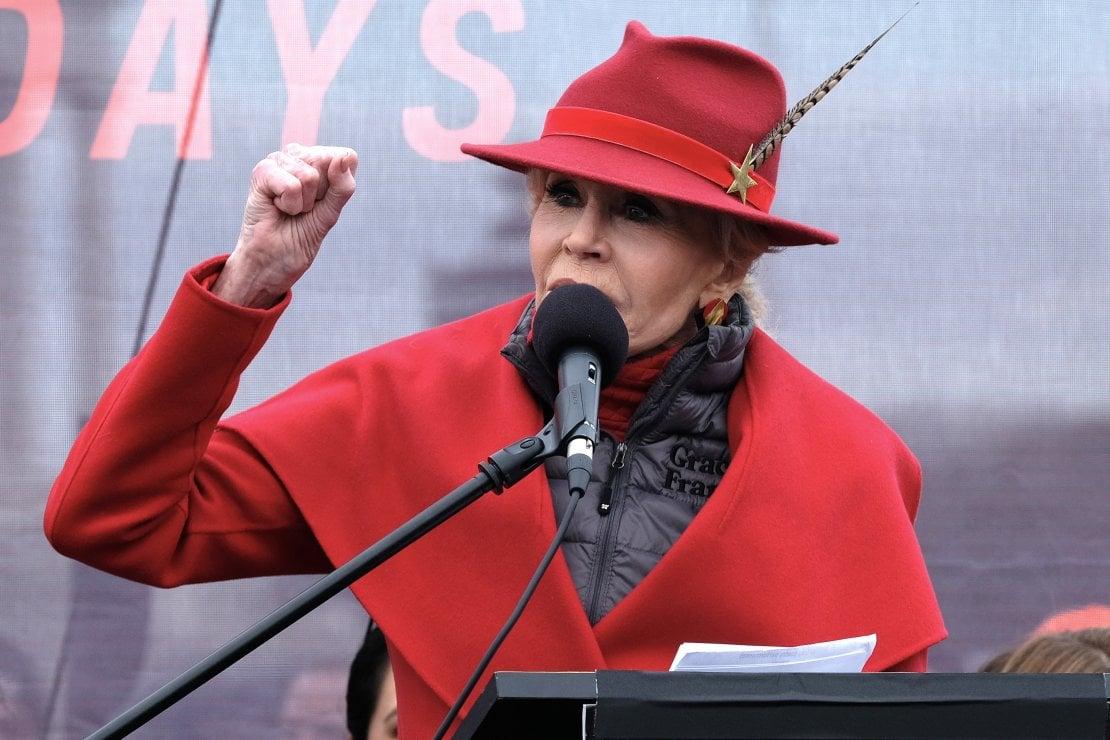 Jane Fonda, gli 83 anni fuoripista di una star assoluta: ''È più facile essere vecchi che giovani''
