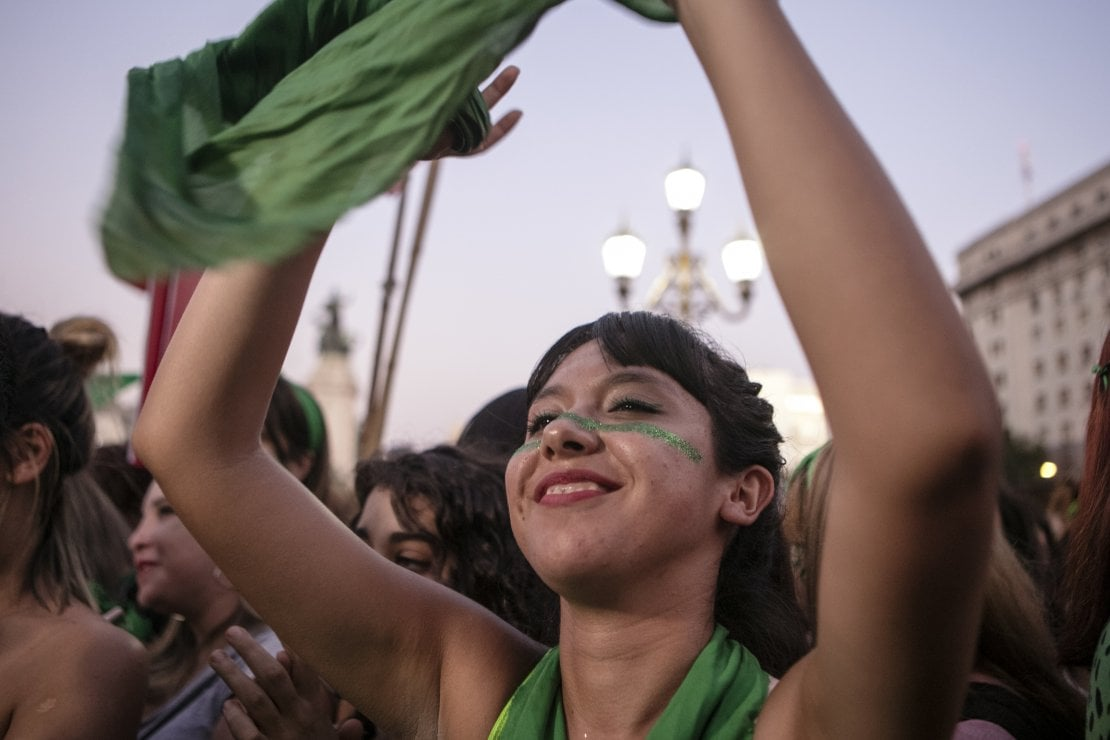 Argentina, perché i fazzoletti verdi sono il simbolo del diritto all'aborto legale
