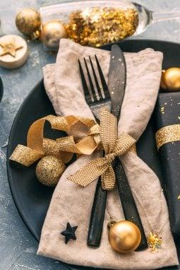 La tavola per le feste: idee déco per cenoni con i fiocchi