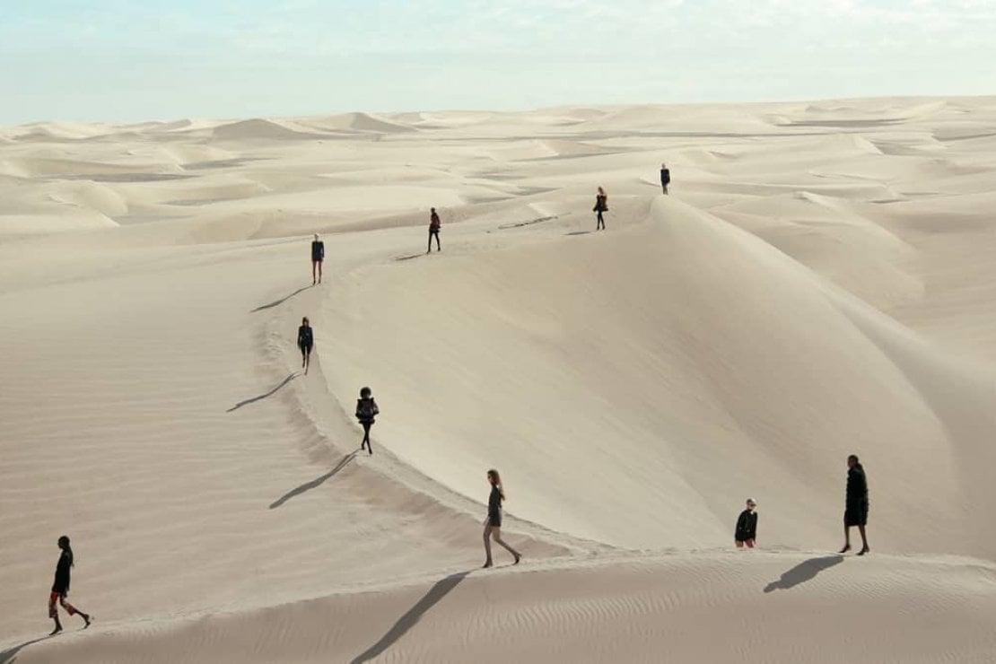 Saint Laurent, una strepitosa sfilata nel deserto