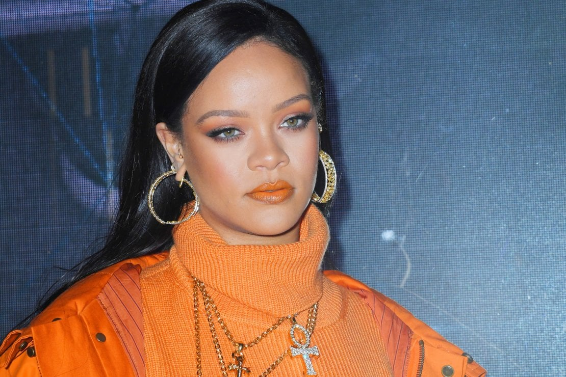 Rihanna scrive un libro di cucina. E sul cibo svela: «Non ho voglia di privarmi»