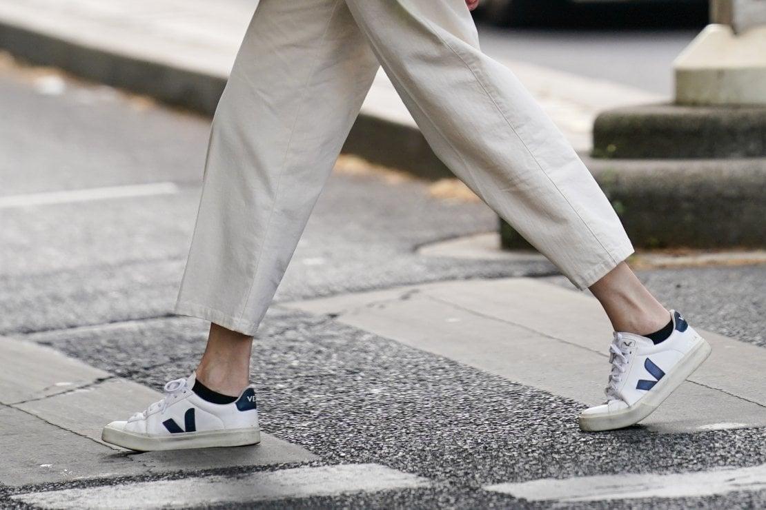 Dieci sneakers che rispettano l'ambiente per partire nel 2021 con il piede giusto