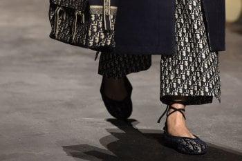 Primavera 2021: 10 scarpe basse in total black