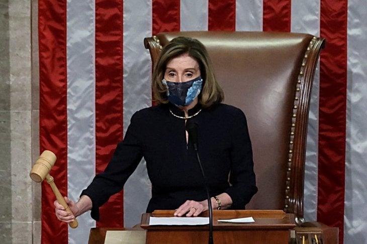 Nancy Pelosi e l'impeachment dress: la storia dell'abito indossato ''contro'' Trump