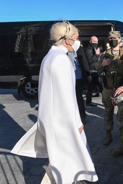 Lady Gaga in bianco al Campidoglio: ''Che sia un giorno d'amore''