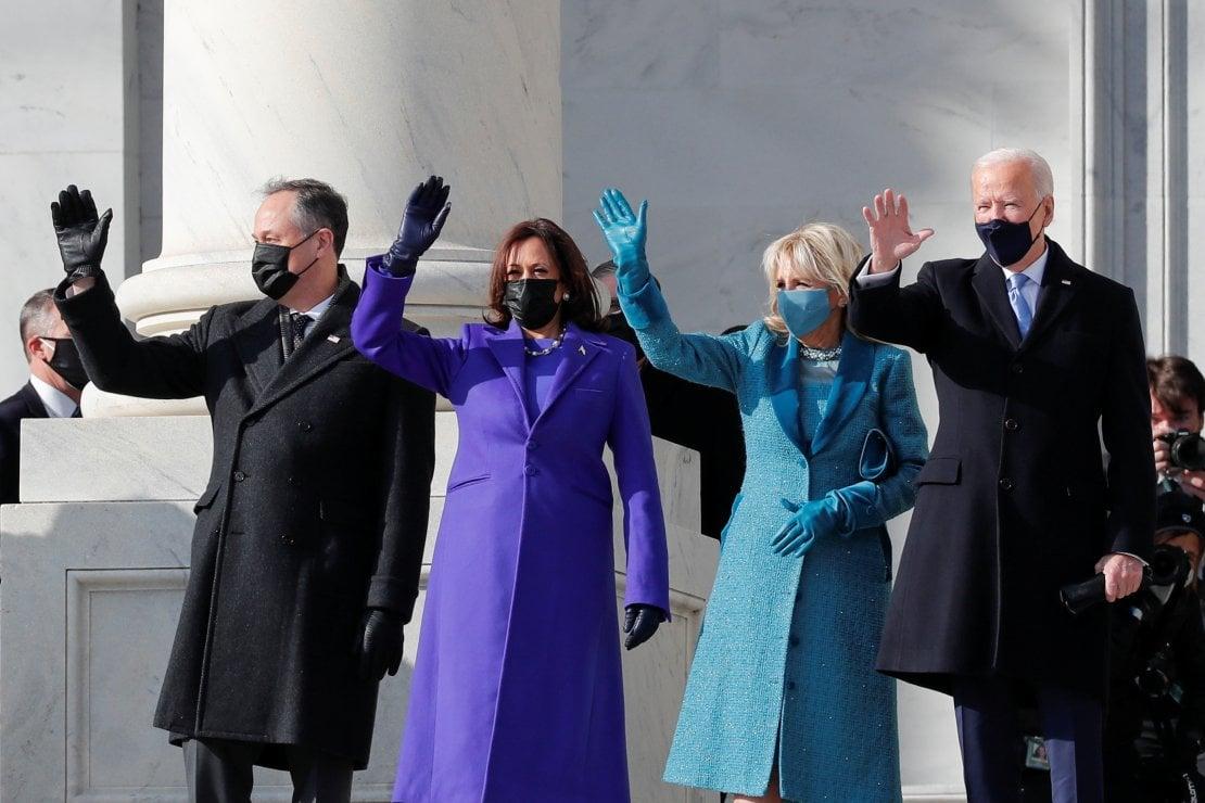 Kamala Harris in viola, Jill Biden in blu oceano: i colori simbolo per riunire l'America