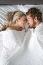 Nudi fisicamente ed emotivamente: la chiacchiera del cuscino