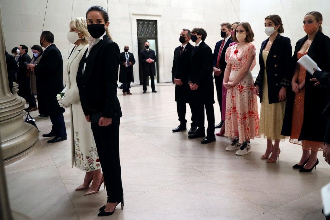 La First Lady Jill Biden con la figlia Ashley Biden e la famiglia al Lincoln Memorial