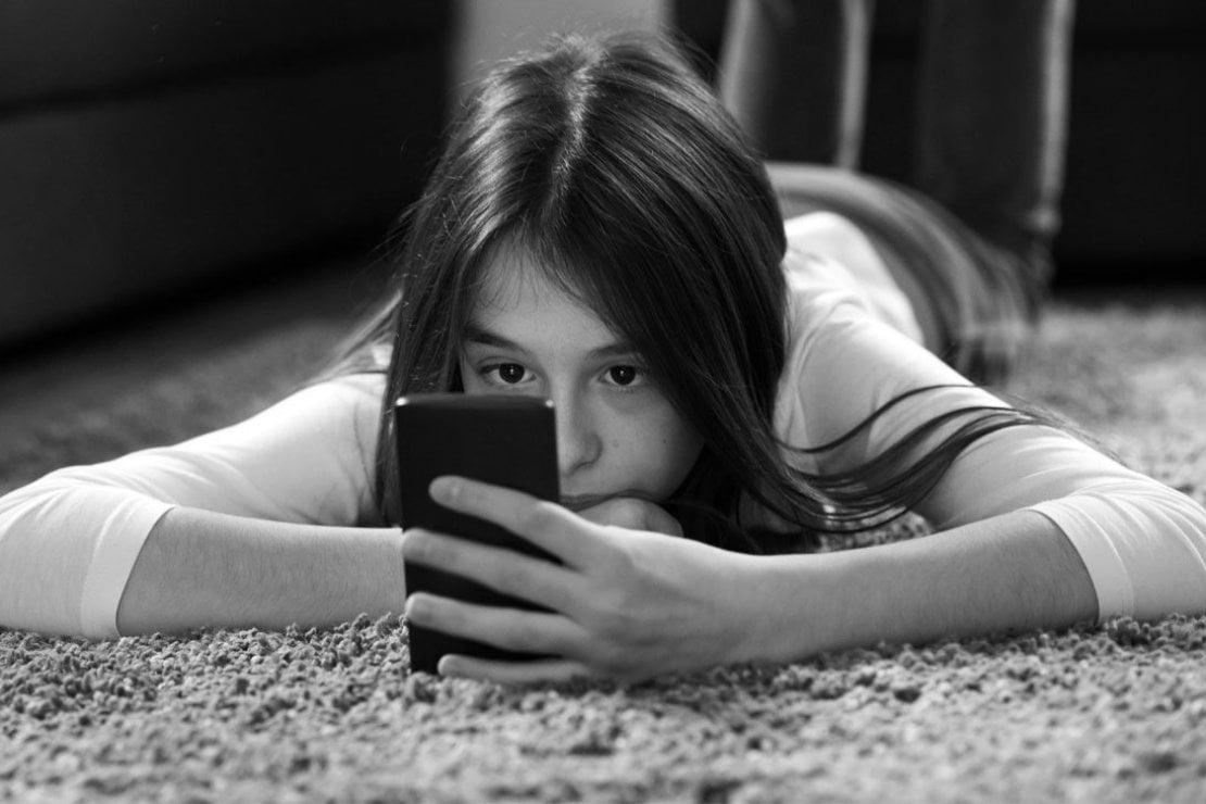 Bambini e social media: la guida di Alberto Pellai per i genitori tra divieti, controllo e dialogo