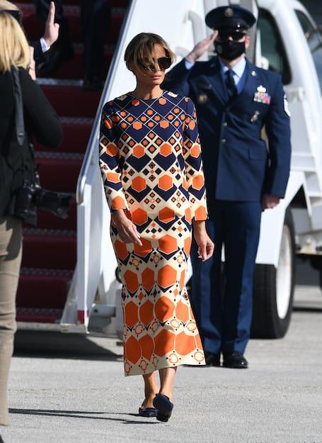 Melania Trump indossa un abito Sixties al suo arrivo in Florida il 20 gennaio 2020