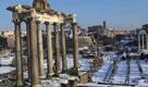 Roma, i Fori Imperiali imbiancati