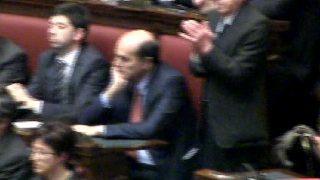 La tristezza di Bersani:  pochi applausi per Napolitano