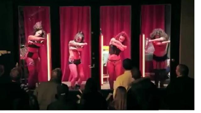 film a luci rosse titoli associazione prostitute