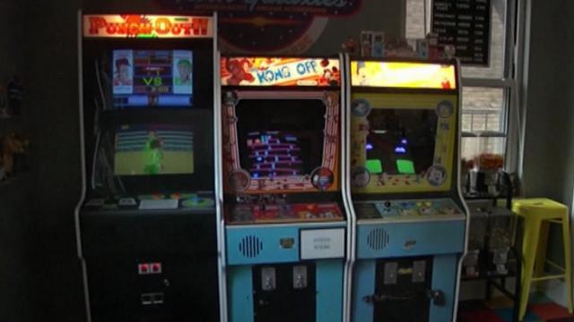 Sala Giochi Anni 80 : Ny trasforma la casa rimasta invenduta ora è una sala giochi